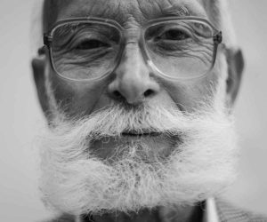 grayscale-photography-of-man-wearing-eyeglasses-511313